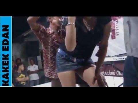 Dangdut Koplo Hot Elly Angelina vs bocah tua nakal saweran terparah..