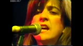 "The Raincoats - ""Go Away"" and ""No Side to Fall In"" live"