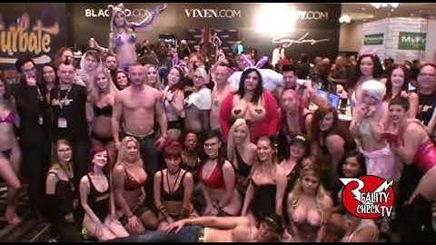 Chaturbate Girls twerking at AVN 1/20/17