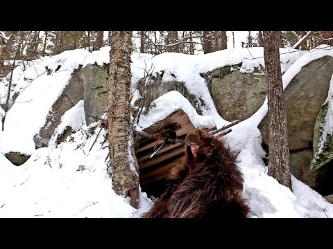 Solo Winter Bushcraft Camping, Natural Primitive Shelter - Fur Blanket Campfire Cooking - Overnight
