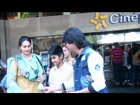 Shahrukh Khan's DUPLICATE distributing...