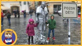 Экскурсия по Праге - крутые тачки, бомжи, ведьмы и живые памятники