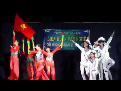 Trường THPT Đầm Dơi - 12A6 (2014-2015) - Múa - Tổ quốc gọi tên mình