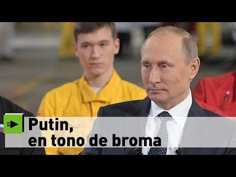 Putin mantiene una charla informal con los empleados de una fábrica