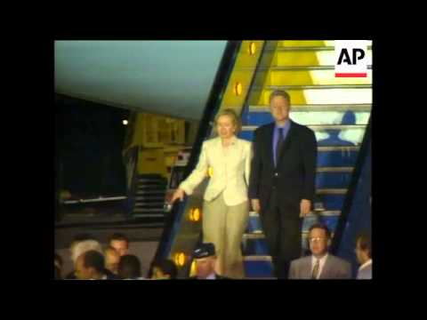SOUTH AFRICA: US PRESIDENT CLINTON ARRIVES FOR VISIT
