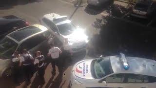 Un homme armé d'un couteau abattu par la police à Montargis (toute la scène)