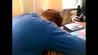 спит на уроке