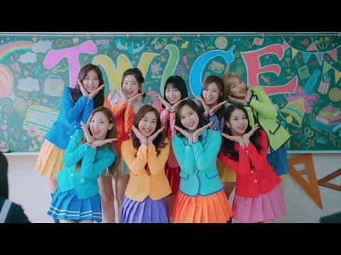 TWICE、日本初CM出演 カラフルな制服姿でダンス披露 ワイモバイル新テレビCM「転校生」篇