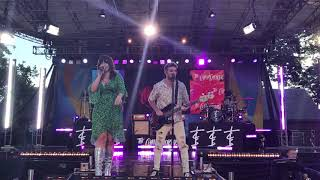 The Chainsmokers ft Emily Warren Live - Side Effects (GMA rehearsal)