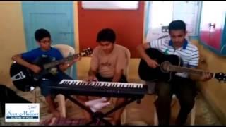 Aao bachcho tumhe dikhaye zankhi Hindustan ki. A famous patriotic song