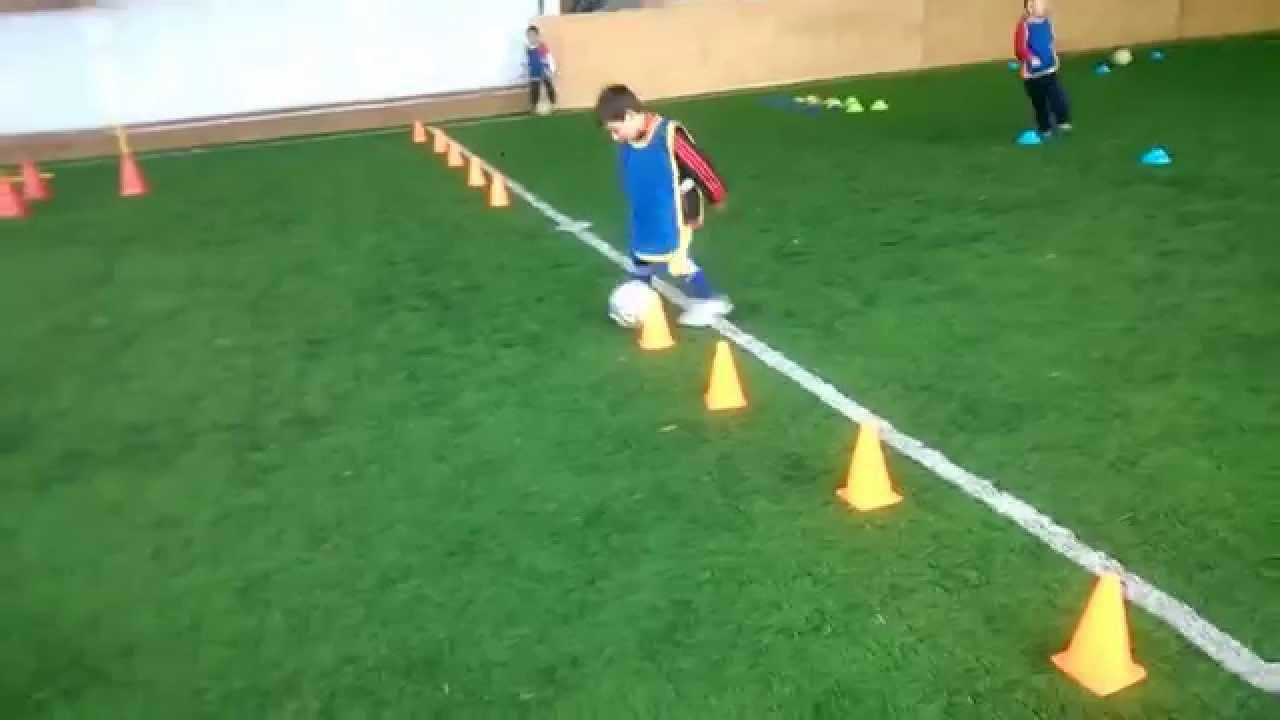 Circuito Tecnico Futbol : Futbol para niños circuito técnico motriz youtube
