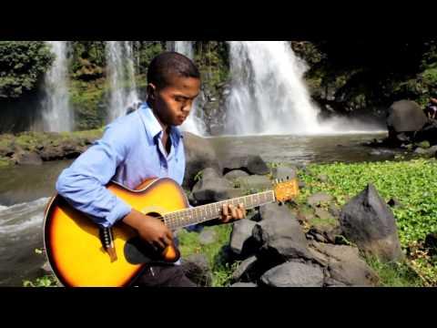 Lehilah joby Mifohaza amin'izay (Official Music Video by Liv Art Pictures prob by lehilah joby