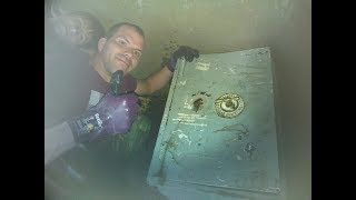 HUGE HUGE SAFE FOUND MAGNET FISHING