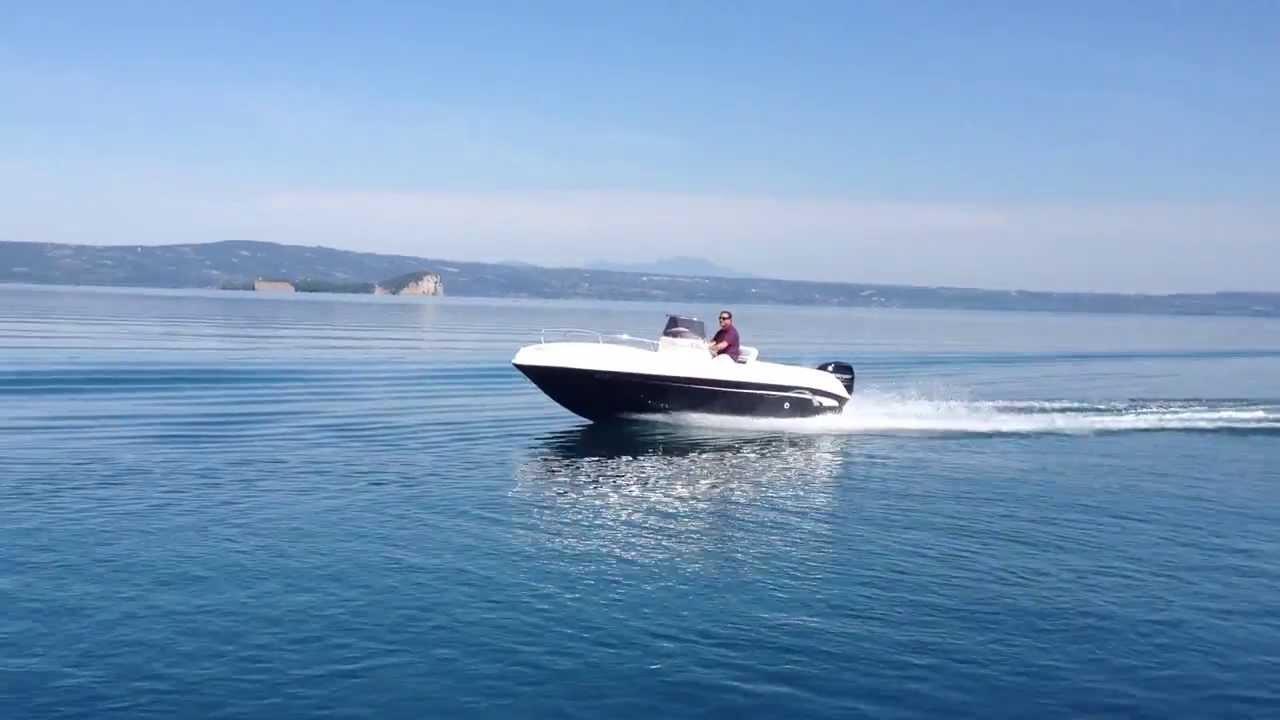 Barca a motore open 5 5 metri 18 piedi vespucci for 110 piedi in metri