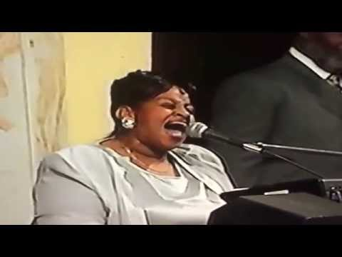 Twinkie Clark Singing At West Angeles COGIC