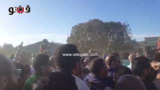 وصول جثمان محمود عبدالعزيز إلى مقابر الورديان بالإسكندرية