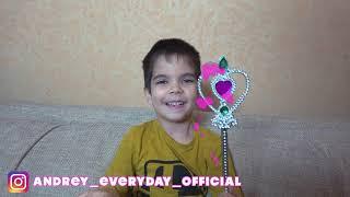 Андрей играет в пожарные машинки с Дедом Морозом и получает подарки
