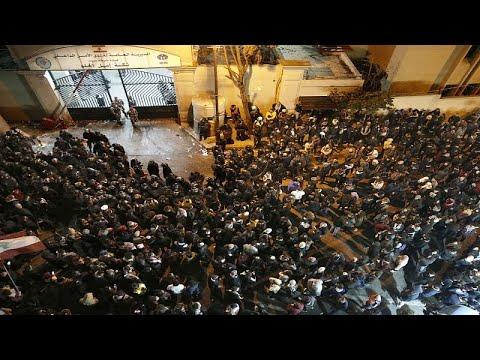تجدد المواجهات بين الأمن والمتظاهرين في بيروت وسط استمرار الفراغ السياسي…  - 06:59-2020 / 1 / 16