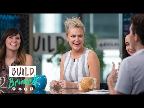 Elaine Hendrix Joins The BUILD Brunch Table