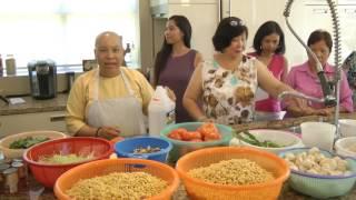 Sư Cô Pháp Tánh hướng dẫn nấu món Bún Riêu Chay tại Làng dưỡng lão ...