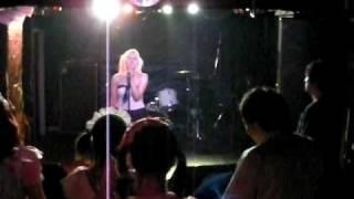 2010年6月16日のライブにて。 ravex feat.OZMAの「I RAVE U」です。