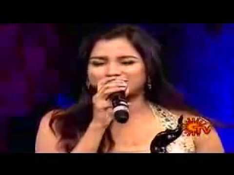 Shreya ghoshal singing live Munbe va in front of AR Rahman at Filmare awards