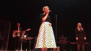 Claire Richards - On My Own (Live)
