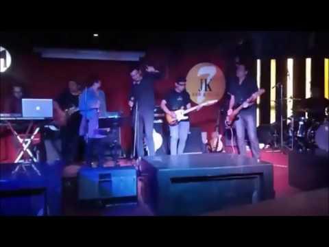 Glue - Terbiasa ( Feat Maria 'Stereomantic' Live )