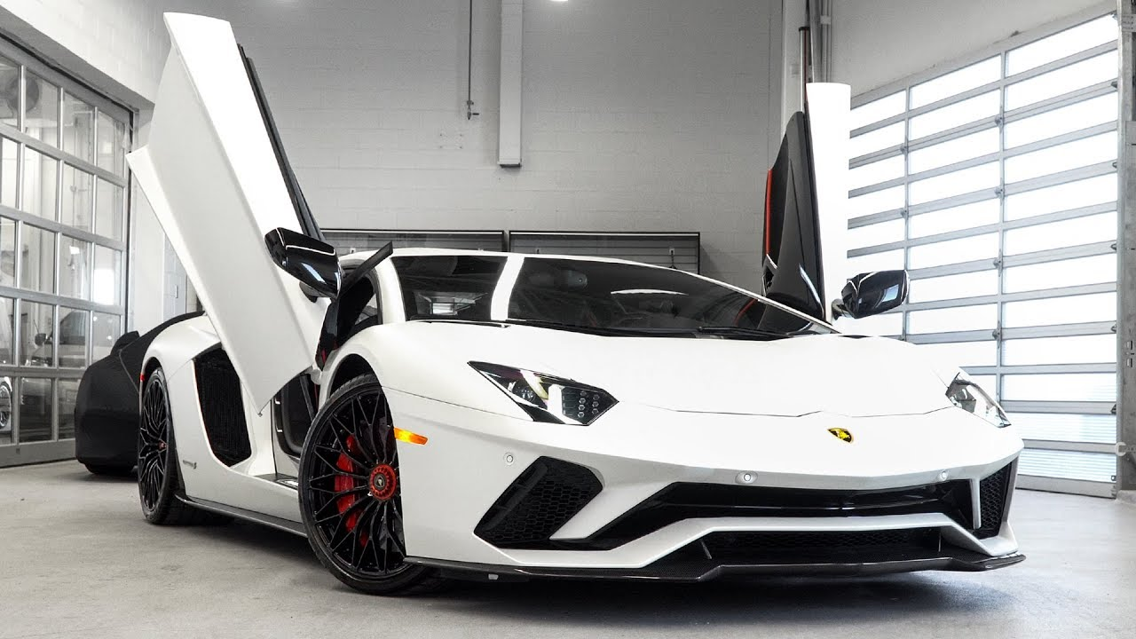 overview of a 2018 lamborghini aventador s lp740-4 coupè in bianco