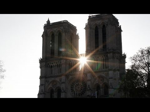 شاهد: لقطات من الجو عن حجم أضرار لحقت بكاتدرائية نوتردام في باريس…
