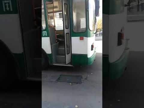 В Житомире загорелся троллейбус