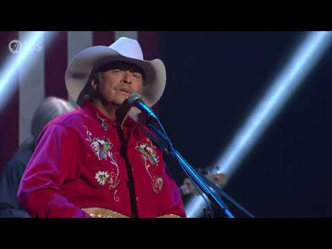 """Alan Jackson Honors His Late Father With 4th Of July Performance Of """"Drive"""""""