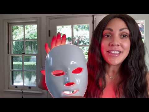 shani-darden-explains-how-to-use-the-deésse-pro-led-mask