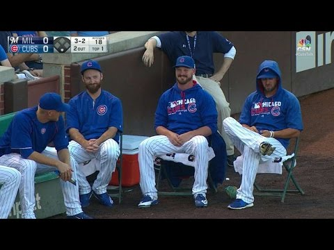 MIL@CHC: Cubs' bullpen hit by stray foul ball