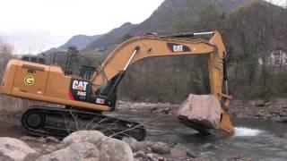 Due escavatori ibridi 336E H Caterpillar lavorano a VIpiteno