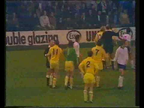 Danny Baker's Freaky Football - Fights