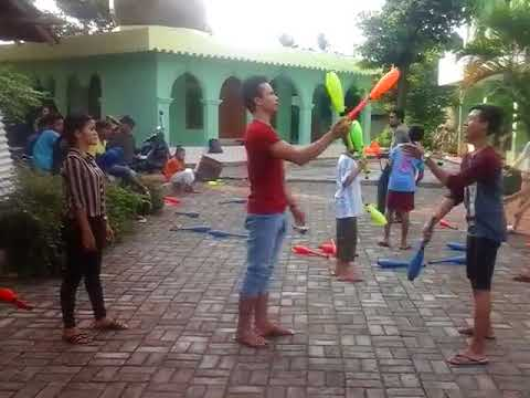 tricks juggling clubs circus - Ahmad Rais