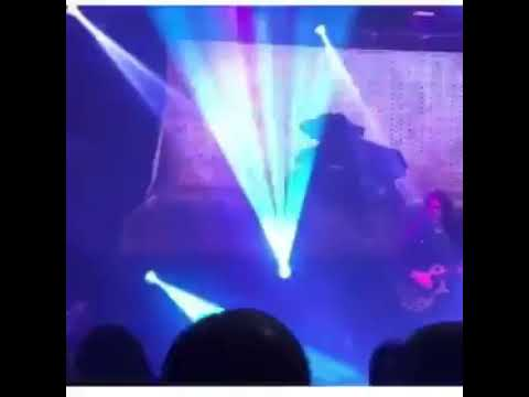 Erasmo Carlos despenca do palco durante show e preocupa público