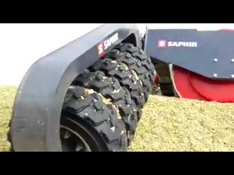 Saphir SW 30 in action   on a pit (clamp) of maize