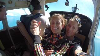 SkyDiving Into the Blue SXM freefall !