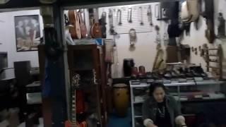 Pasar Antik Cikapundung Jual Alat Musik