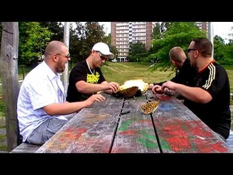 [DURIAN] Lucu liat Aksi Orang Bule ketika makan Duren 1