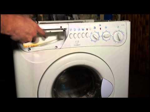 Вытаскивание лотка для порошка стиральной машины
