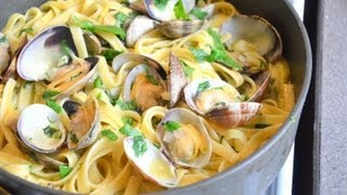 How To Make Fettuccine With White Clam Sauce พาสต้าผัดซอสหอยลาย