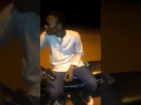 Ce jeune lache un freestyle afro trap*