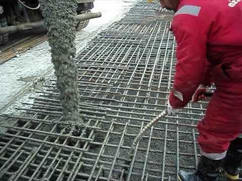 Pouring concrete 1.0 meter flat slab.