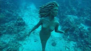 Searching for the Mermaid statue with the Lunocet Monofin in Grand Cayman