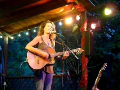 Cindy Calmenson sings