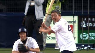 吉本興業の漫才コンビ「オール阪神・巨人」が芸能生活40周年を記念した...
