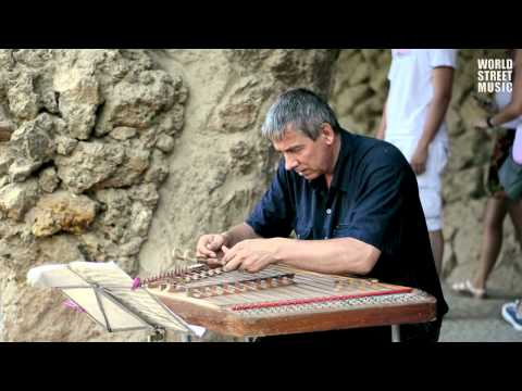 Barcelona Street Music : Cimbalom player from Belarus in Park Güell #1 (HD)
